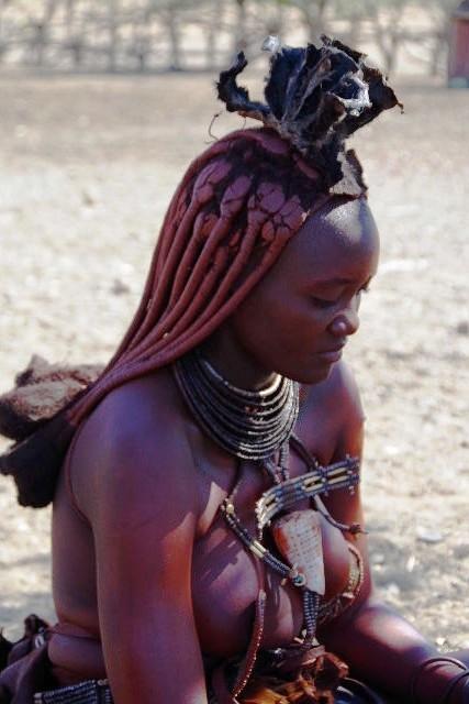 ナミビアの旅(33) 【 ヒンバ族 】  ヒンバ族の女性_c0011649_13253662.jpg