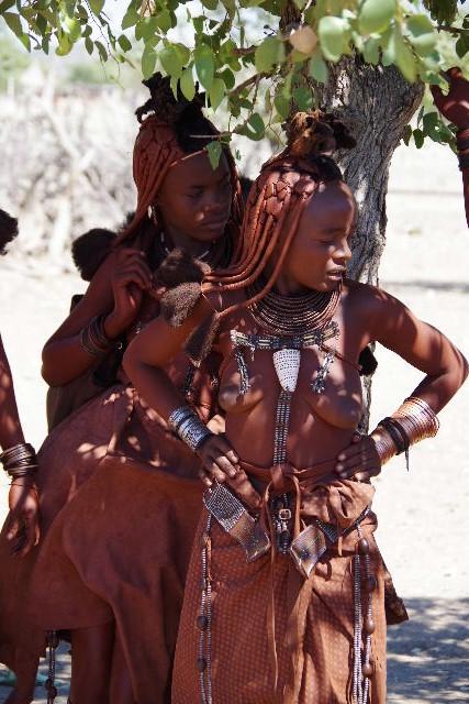 ナミビアの旅(33) 【 ヒンバ族 】  ヒンバ族の女性_c0011649_6484881.jpg
