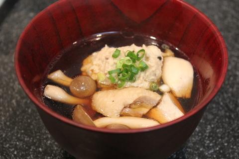 「きのこ団子」がたっぷりの山家鍋(やまがなべ)。〆は日本蕎麦で。_a0223786_1227823.jpg