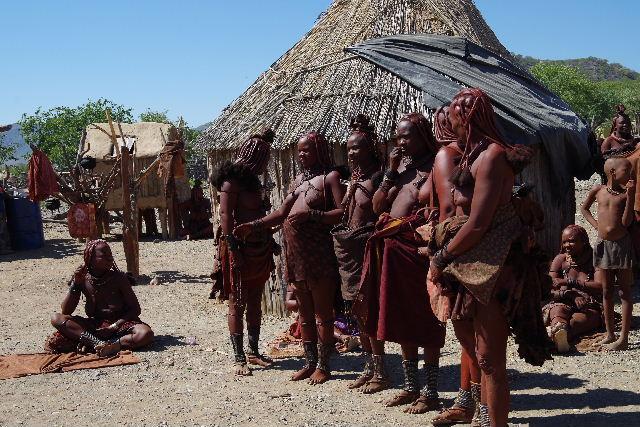 ナミビアの旅(35) 【 ヒンバ族 】  ヒンバ族のダンス_c0011649_2301485.jpg