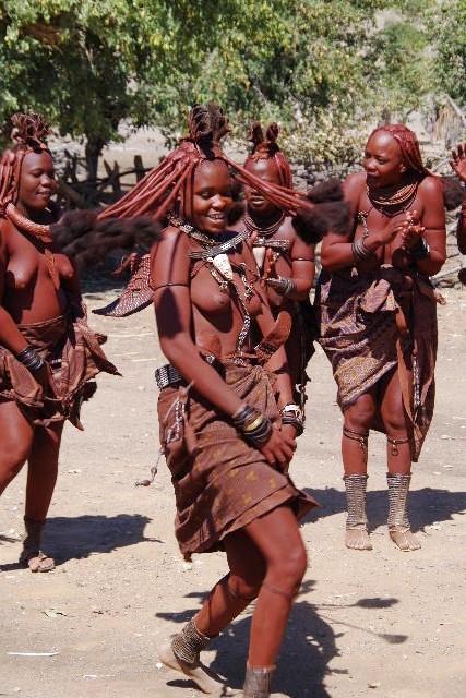 ナミビアの旅(35) 【 ヒンバ族 】  ヒンバ族のダンス_c0011649_23305760.jpg