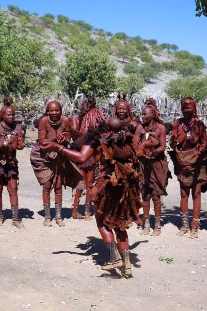 ナミビアの旅(35) 【 ヒンバ族 】  ヒンバ族のダンス_c0011649_23313273.jpg