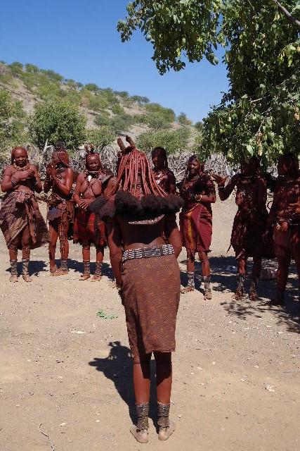 ナミビアの旅(35) 【 ヒンバ族 】  ヒンバ族のダンス_c0011649_23332189.jpg
