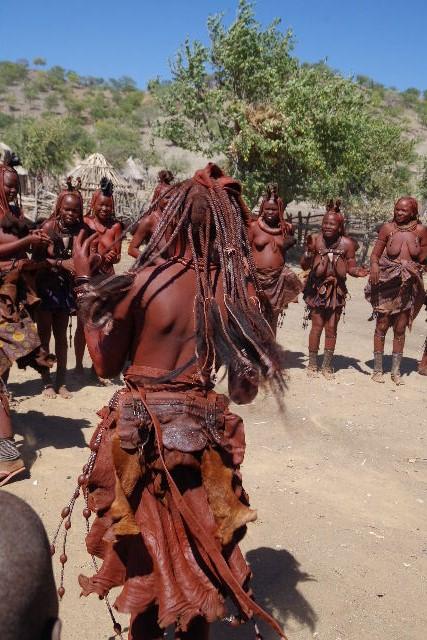 ナミビアの旅(35) 【 ヒンバ族 】  ヒンバ族のダンス_c0011649_23381495.jpg