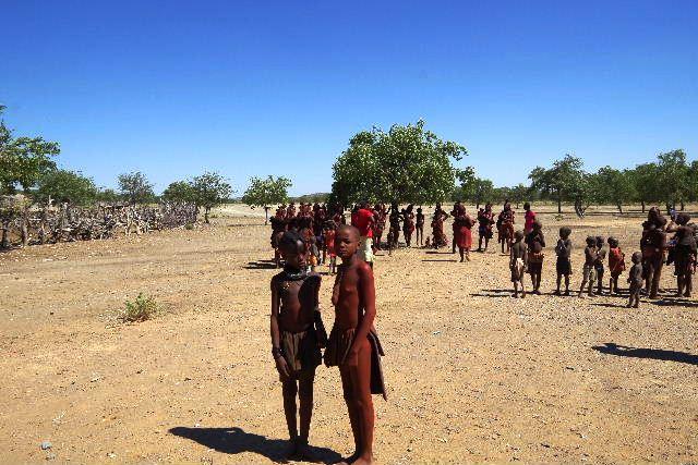 ナミビアの旅(35) 【 ヒンバ族 】  ヒンバ族のダンス_c0011649_6114464.jpg