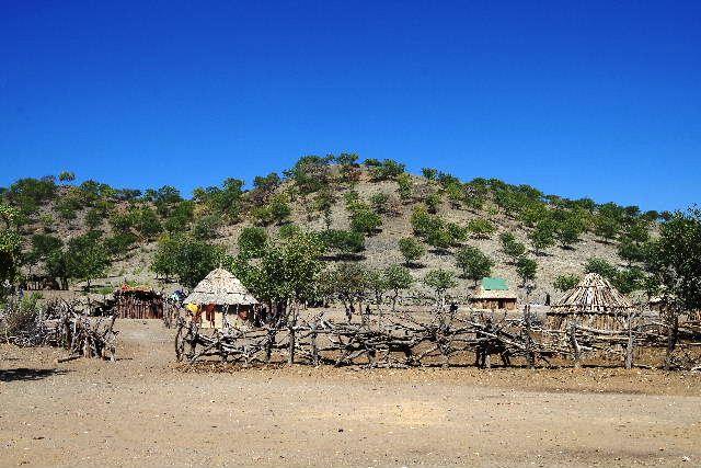 ナミビアの旅(35) 【 ヒンバ族 】  ヒンバ族のダンス_c0011649_61207.jpg