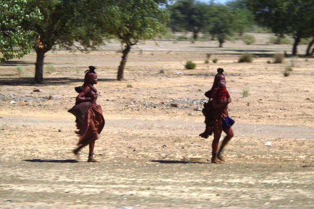 ナミビアの旅(35) 【 ヒンバ族 】  ヒンバ族のダンス_c0011649_6123260.jpg