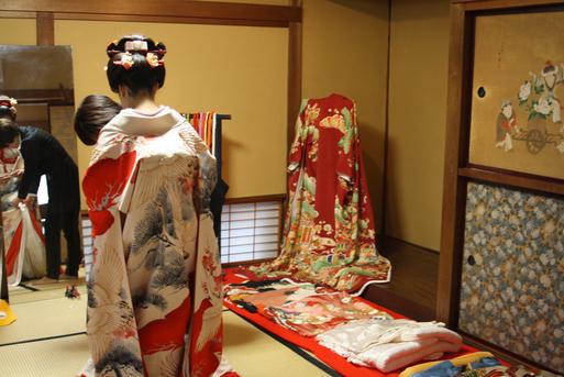 長岡のアンティーク着物 振袖レンタルの 『縁-enishi-』さんが蔵織2階和室で_d0178448_102021.jpg