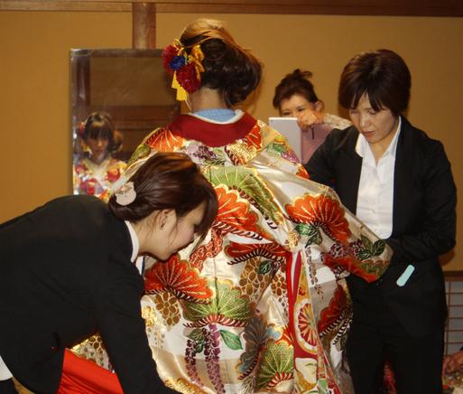 長岡のアンティーク着物 振袖レンタルの 『縁-enishi-』さんが蔵織2階和室で_d0178448_1032784.jpg