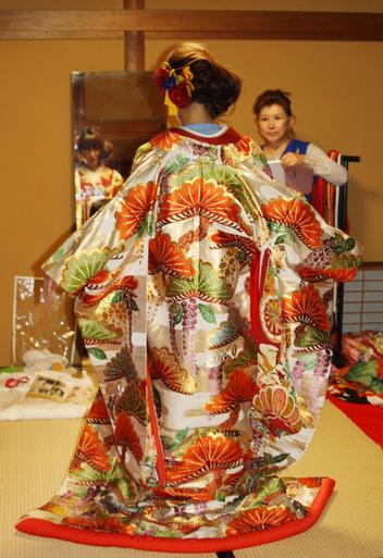 長岡のアンティーク着物 振袖レンタルの 『縁-enishi-』さんが蔵織2階和室で_d0178448_1034773.jpg
