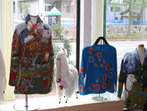蔵織では4回目となる、ペルーの松田イメルダ・手編みアルパカ展が好評開催中です。_d0178448_944471.jpg