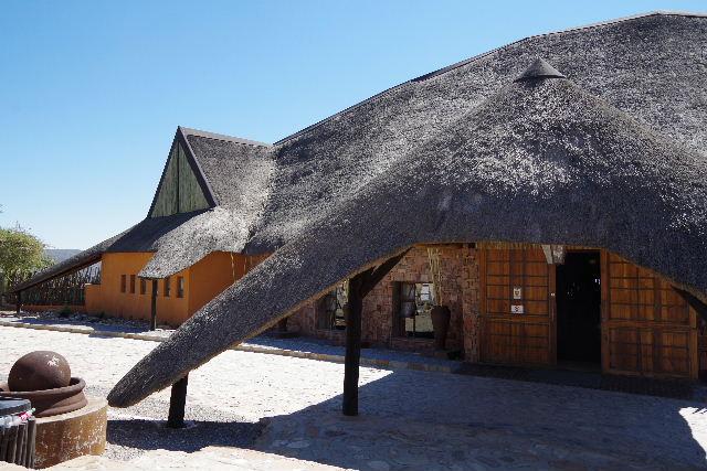 ナミビアの旅(36) カオコランドからエトーシャへ_c0011649_2349110.jpg