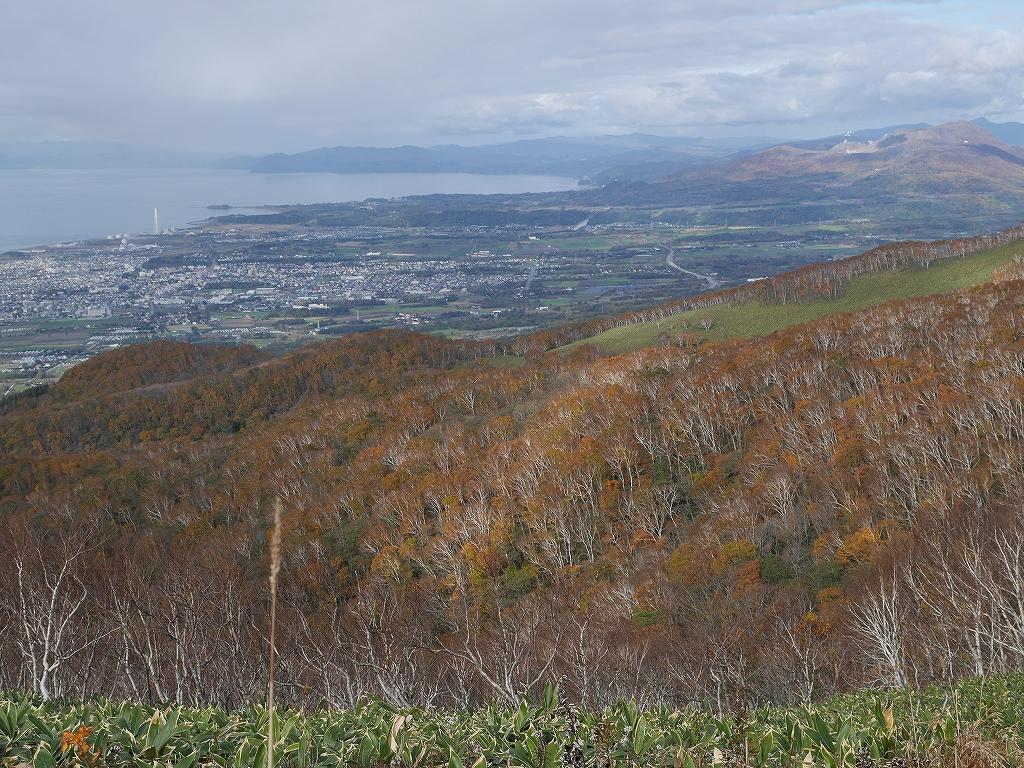 10月28日、稀府岳(まれっぷだけ)と伊達紋別岳_f0138096_2239619.jpg