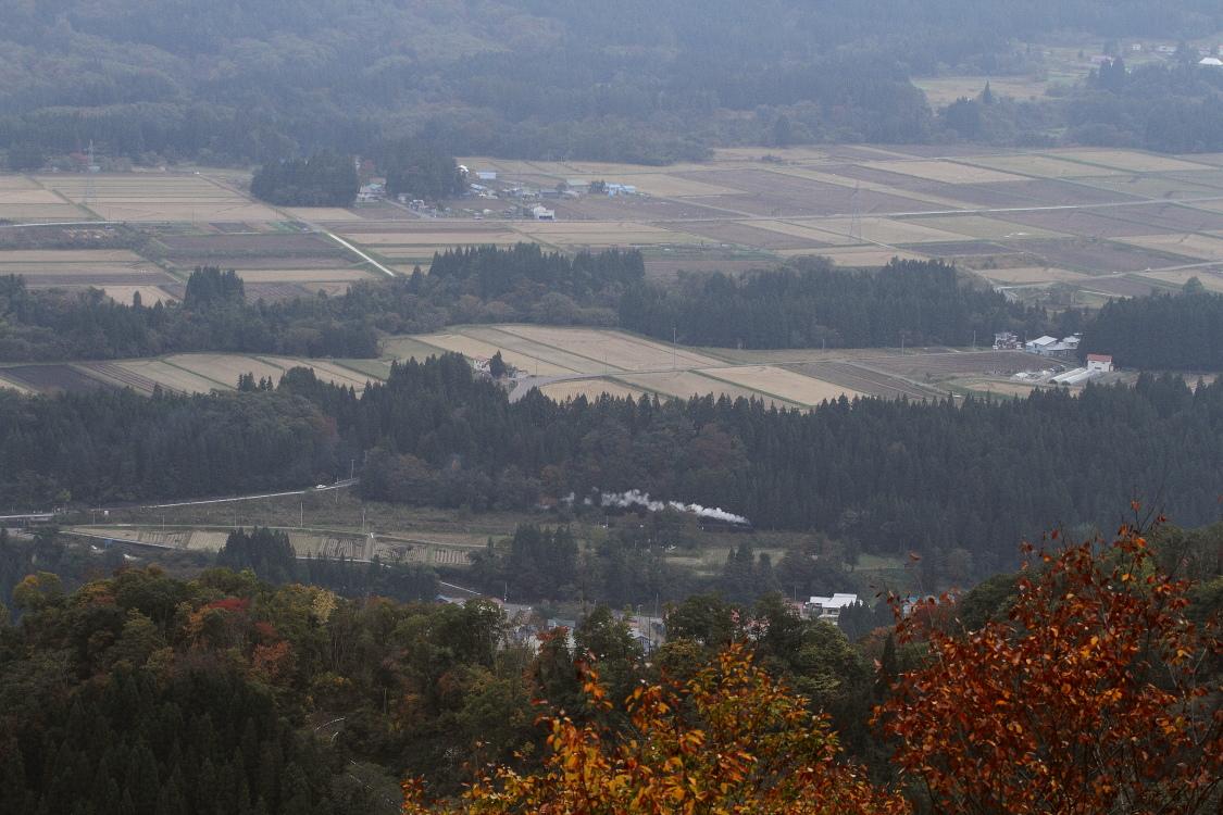 山は色付き里はまだまだ緑 - 2013年秋・只見試運転 -  _b0190710_22371416.jpg