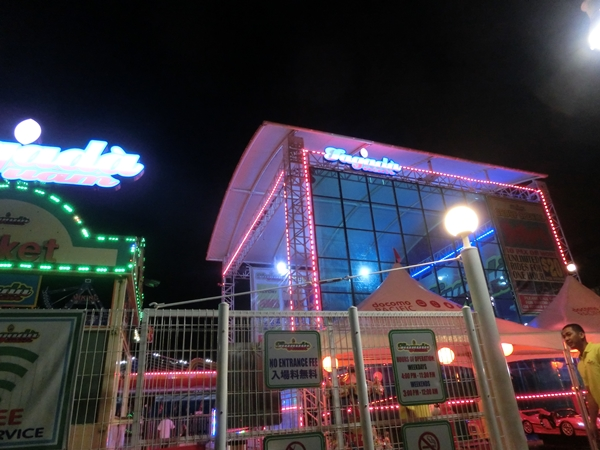 グアムで夜賑やかなのは・・・_a0199979_1651972.jpg