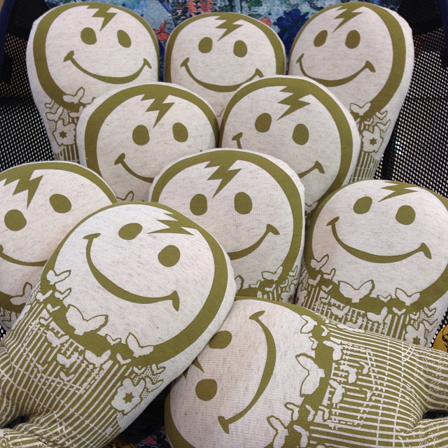 """Smile Pillow \""""Organic\"""" Kid Capo Limited / JOINT CREATION_c0222907_1357405.jpg"""
