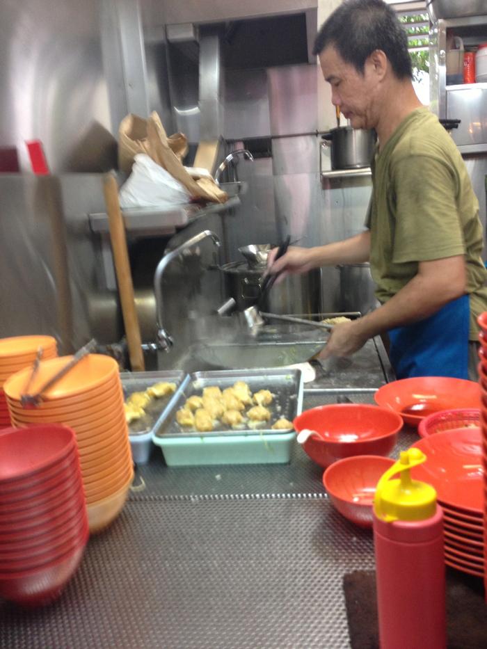 2013 4月 シンガポール (17) Tiong Bahru 華豊麺屋 の雲呑麺_f0062122_794663.jpg