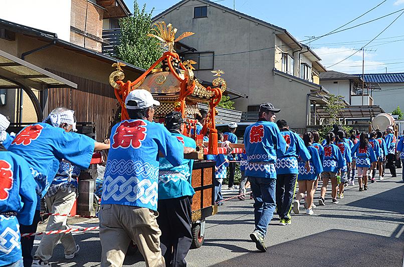 わが町の秋祭りと大運動会_e0164563_10323411.jpg