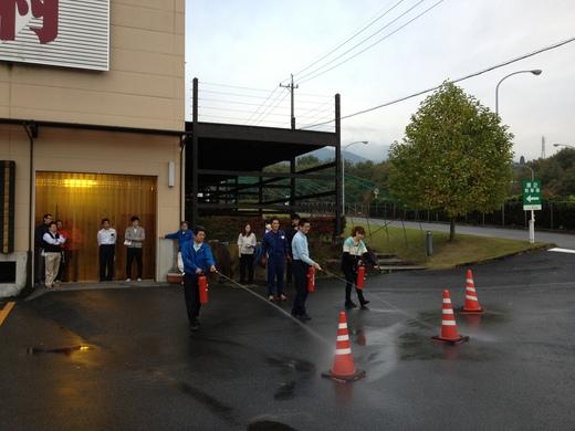 AED講習会および避難訓練と消火器の使い方講習会_d0063218_1541504.jpg