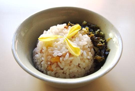 蕎麦とコーンご飯 高菜炒めのせ_e0148373_9272448.jpg