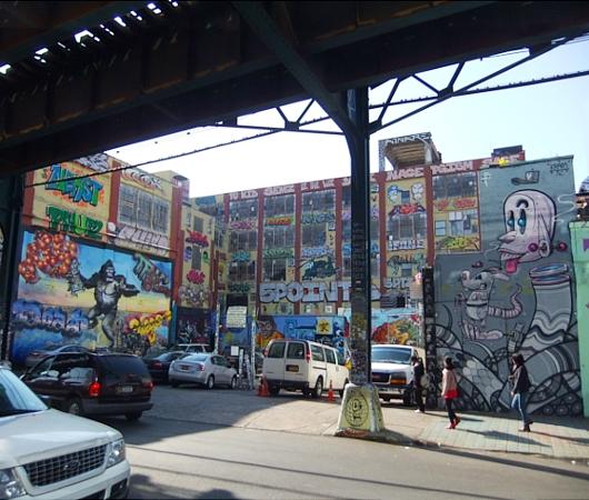 NYのグラフィティの聖地、『ファイブ・ポインツ』(5 Pointz)_b0007805_2042561.jpg