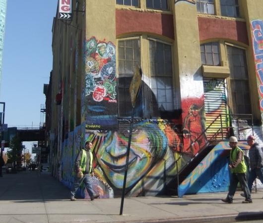 NYのグラフィティの聖地、『ファイブ・ポインツ』(5 Pointz)_b0007805_2064645.jpg