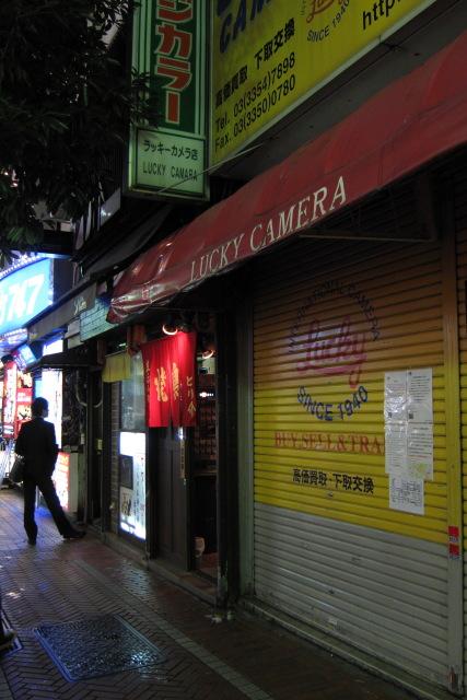 新宿  さよなら、ラッキーカメラ店(と新宿国際劇場)_b0061717_10514289.jpg