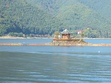 河口湖の六角堂、湖中に_f0151419_10302964.jpg
