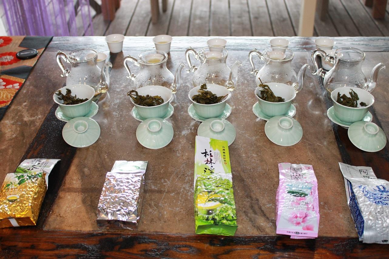 台湾高山烏龍茶の飲み比べ。_f0070743_1211953.jpg