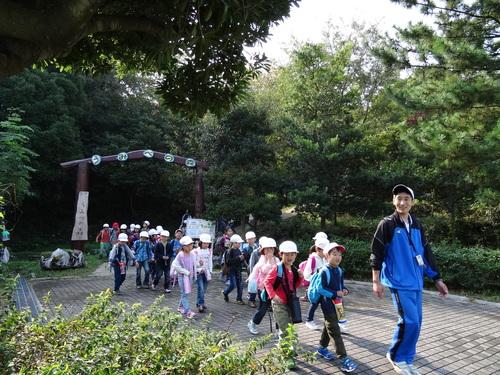 淡輪小学校1年生遠足サポート  in  うみべの森_c0108460_21385546.jpg