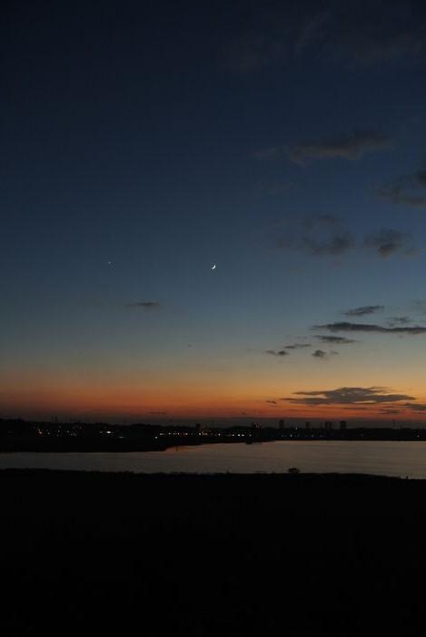 月齢2.8の月と金星_e0089232_18182323.jpg