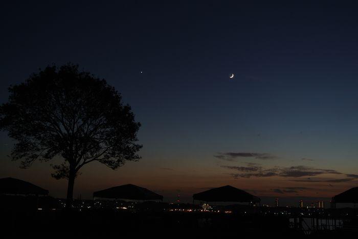 月齢2.8の月と金星_e0089232_1819568.jpg