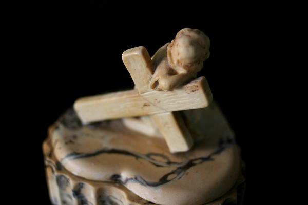 幼児イエスと十字架付きの箱 半額以下_f0112550_5121786.jpg