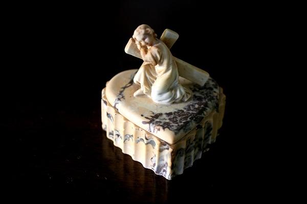 幼児イエスと十字架付きの箱 半額以下_f0112550_5134017.jpg