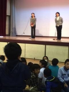 笑い声に包まれた学校訪問:町田第二小学校_e0088256_23254545.jpg