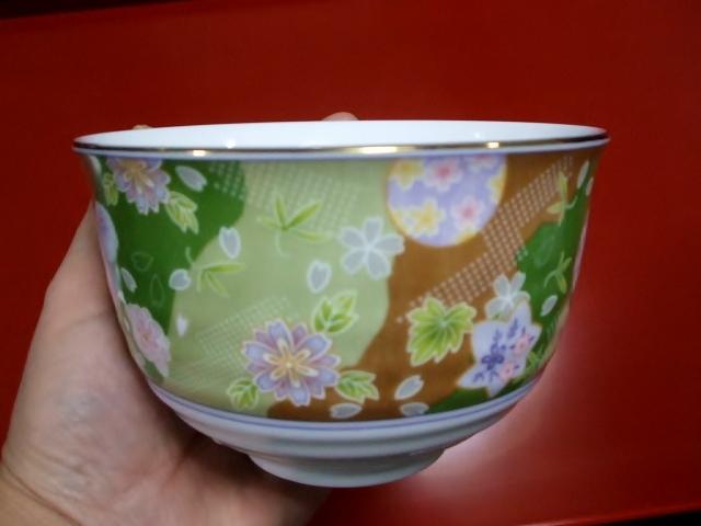 花の絵の抹茶椀_f0019498_19524847.jpg