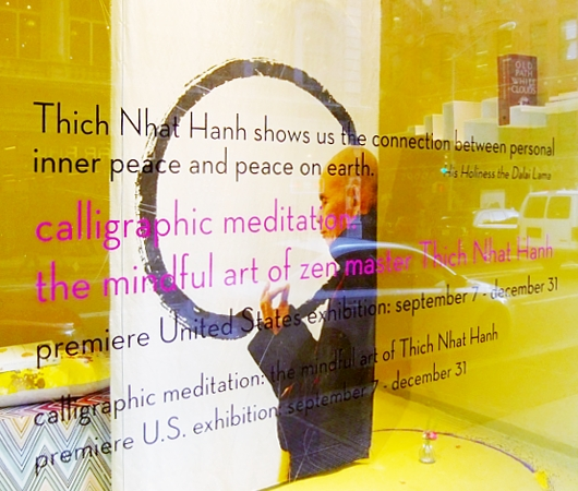 NYの街角で見かけた「書道瞑想」?! Calligraphic Meditation: The Mindful Art of Thich Nhat Hanh_b0007805_23121286.jpg