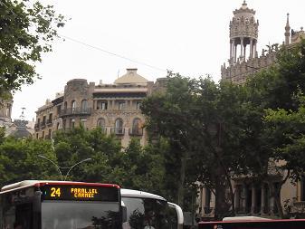 バルセロナの建物はカワイイ_a0098948_1534675.jpg