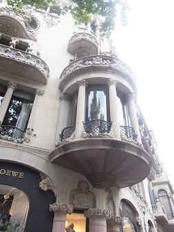 バルセロナの建物はカワイイ_a0098948_154787.jpg
