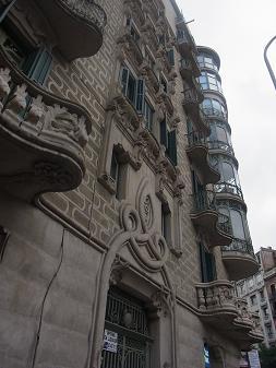 バルセロナの建物はカワイイ_a0098948_1561324.jpg