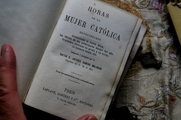 """Book223  """"Mujer Catolica\""""   sold out!_f0112550_443942.jpg"""
