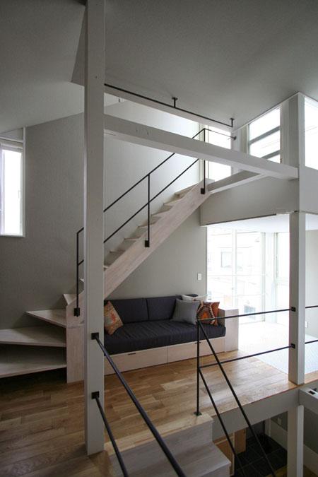 階段下の造り付けソファー_d0017039_22105586.jpg