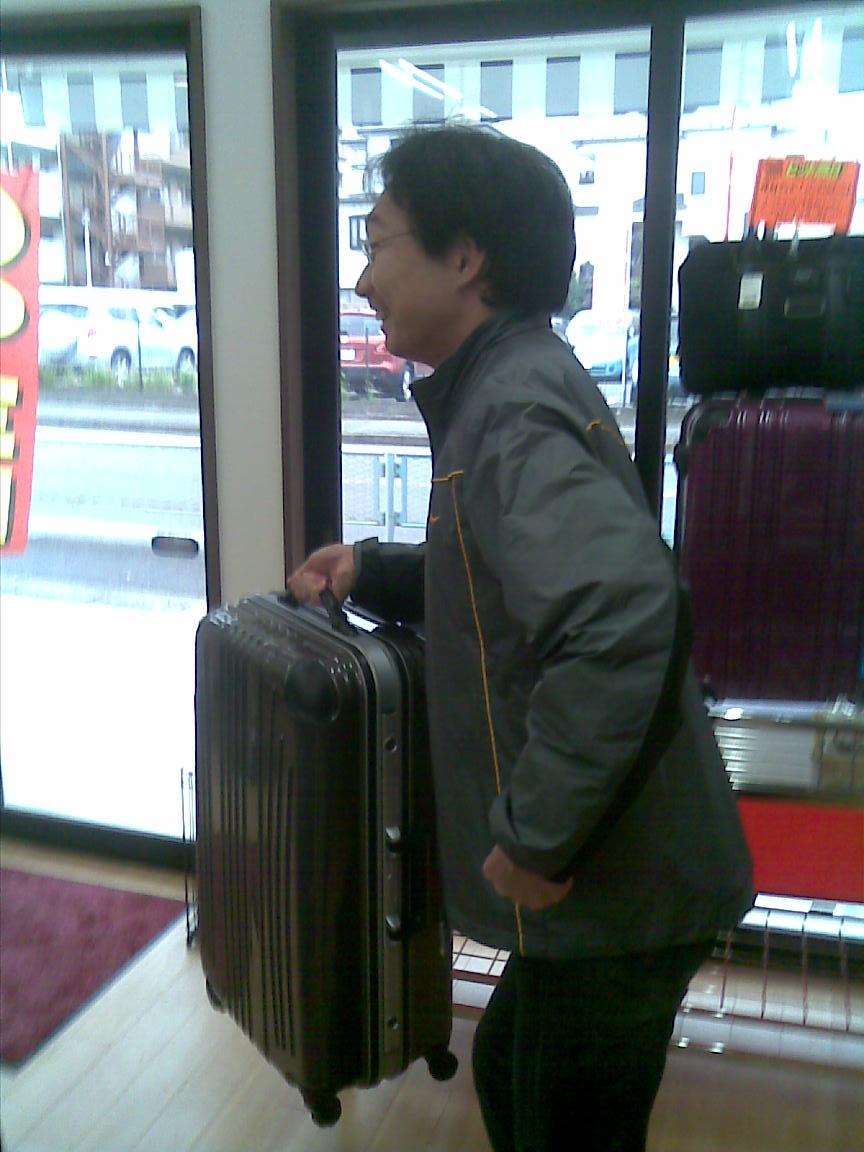 hiro氏は新スーツケースと共に本日、渡ハワイ_d0061678_22411853.jpg