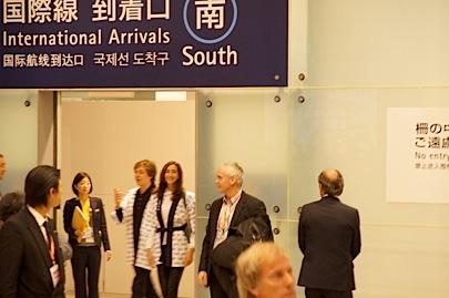 関西空港 国際線 南 到着口11月9日 18時45分_f0057849_0315622.jpg