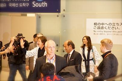 関西空港 国際線 南 到着口11月9日 18時45分_f0057849_0393572.jpg