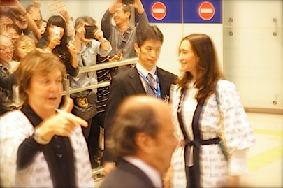 関西空港 国際線 南 到着口11月9日 18時45分_f0057849_0471498.jpg