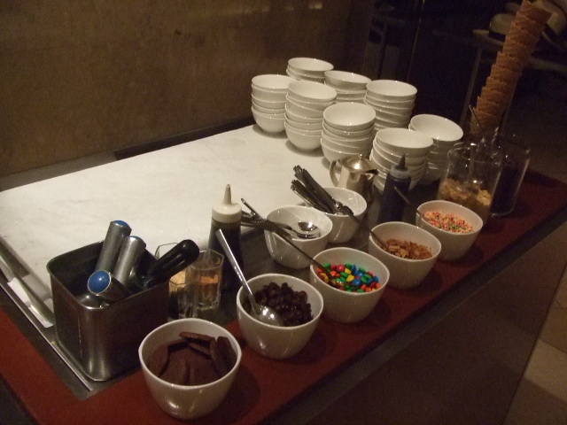 ヒルトン東京 マーブルラウンジ コロンビアン・コーヒー&チョコレートデザートフェア_f0076001_2147235.jpg