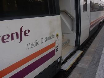 バルセロナから列車に乗って_a0098948_20345997.jpg