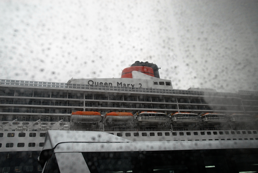Queen Mary 2   2009 寄港:part1 _e0152866_18433552.jpg