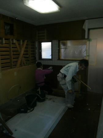 キッチン工事が始まりました_e0190287_21203598.jpg